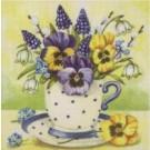 Fleurs de printemps dans une tasse